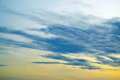 Красочное драматическое небо с облаком на заходе солнца 171015 0036 Стоковая Фотография RF