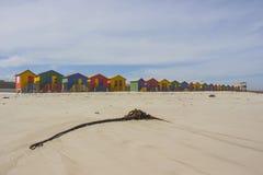 Красочное деревянное здание на пляже Muizenberg стоковые изображения