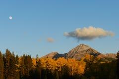 Красочное Колорадо: Серебряная луна, золото осени стоковая фотография