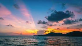 Красочное небо захода солнца на пляже Стоковое Изображение RF