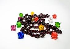 Красочное ожерелье шариков изолированное на белой предпосылке Стоковые Изображения