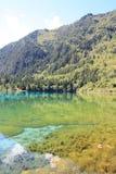 Красочное озеро в национальном парке Jiuzhaigou Стоковые Изображения RF
