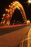 Красочное освещение на мосте дракона в Da Nang Стоковое Изображение