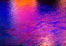 Красочное светлое отражение на воде Стоковые Изображения RF