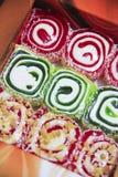 Красочное сладкое турецкое lokum десерта стоковые изображения