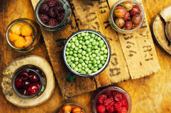 Красочное смешивание плодоовощей на черной предпосылке над взглядом Стоковые Фотографии RF