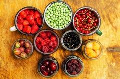 Красочное смешивание плодоовощей на черной предпосылке над взглядом Стоковая Фотография