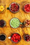 Красочное смешивание плодоовощей на черной предпосылке над взглядом Стоковое фото RF