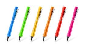 Красочное собрание ручек на изолированной предпосылке с путем клиппирования Яркие карандаши для ваших дизайна или монтажа иллюстрация штока