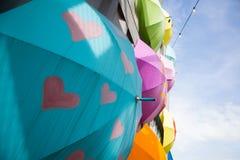 Красочное современное искусство улицы в парке стоковое фото rf