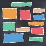 Красочное сорванное striped примечание, тетрадь с прописями, бумага тетради вставило на черной предпосылке Стоковое Фото