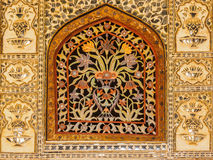 Красочное флористическое мраморное окно на дворце Amer Стоковые Изображения RF
