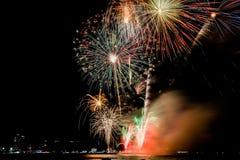 Красочное firewok на фестивале фейерверка Internationa в Pattay стоковое изображение