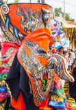 Красочное performaer в фестивале Khon животиков Phi, Loei маски призрака, Таиланд стоковое фото