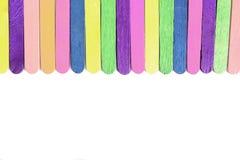 Красочной деревянной дневальный мороженого помещенный ручкой Стоковое Изображение
