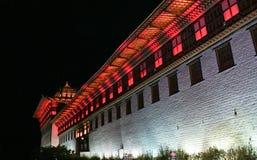 Красочно освещенные стены Тхимпху Dzong, Тхимпху, Бутана Стоковые Фото