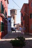 Красочно покрашенные дома на Burano, Венеции, Италии Стоковое Изображение RF