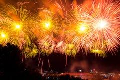 Красочные атмосферические фейерверки в честь дня победы Советского Союза в Второй Мировой Войне стоковые фото