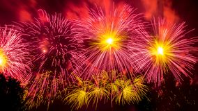Красочные атмосферические фейерверки в честь дня победы Советского Союза в Второй Мировой Войне стоковое фото rf