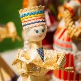 Красочные белорусские куклы соломы на рынке в Беларуси Стоковая Фотография RF