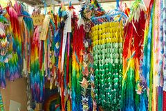Красочные бумажные краны в Хиросиме, Японии стоковые фото