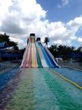 Красочные водные горки на аквапарк стоковое изображение rf