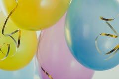 Красочные воздушные шары к партии потехи на масленице или дне рождения стоковое изображение