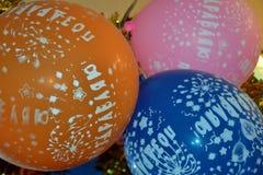 Красочные воздушные шары с поздравительными открытками Стоковые Изображения RF