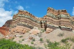 Красочные горы Quebrada de las Conchas, Аргентины Стоковая Фотография RF