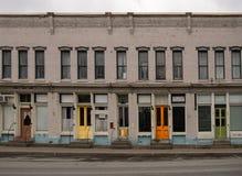 Красочные двери в маленьком городе стоковые фотографии rf