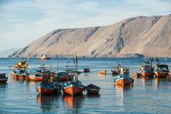 Красочные деревянные рыбацкие лодки, Iquique, Чили Стоковое фото RF