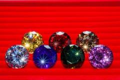 красочные диаманты на красной фланели Стоковое Изображение