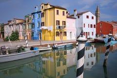 Красочные дома в острове Burano, могут 08, 2010 в Burano, Венеция, Италия Стоковые Изображения RF