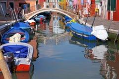 Красочные дома в острове Burano, могут 08, 2010 в Burano, Венеция, Италия Стоковая Фотография RF