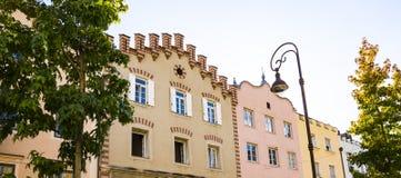 Красочные дома в Bressanone Brixen, Италии стоковое фото rf