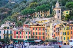 Красочные дома квадрата Piazzetta Portofino стоковое изображение