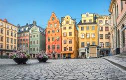 Красочные дома на квадрате Stortorget в Стокгольме Стоковые Изображения