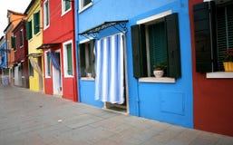 Красочные дома на острове Burano немного миль от Венеции Стоковая Фотография