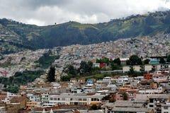 Красочные дома на холме над долиной Кито, эквадора Стоковые Фото