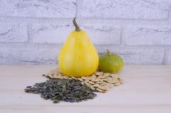 Красочные декоративные тыквы и семена тыквы Стоковое Фото