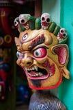 Красочные деревянные маски и ремесленничества на продаже на магазине в районе Thamel Катманду, Непала стоковое изображение rf