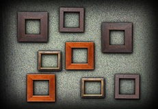 Красочные деревянные рамки на зеленой стене Стоковая Фотография RF