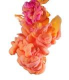 Красочные жидкости подводные Желтый цвет, апельсин, розовое смешивание цвета Стоковые Фотографии RF