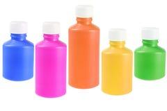 Красочные жидкостные бутылки пластмассы медицины Стоковая Фотография
