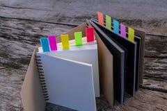 Красочные закладки для документов с тетрадью, крупным планом colo Стоковая Фотография