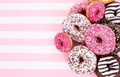 Красочные застекленные donuts с брызгают Стоковое Изображение RF
