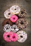Красочные застекленные donuts с брызгают Стоковые Фотографии RF