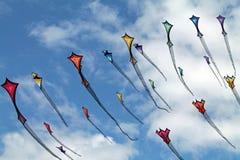 Красочные змеи в пасмурном небе лета Стоковое Фото