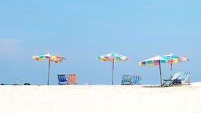 Красочные зонтики и стул Стоковое Изображение