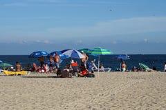 Красочные зонтики на пляже в Fort Lauderdale стоковые изображения rf
